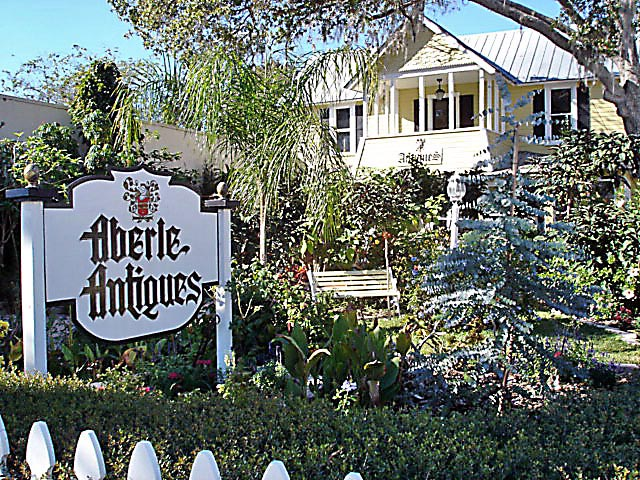 Aberle Antiques005_edited.jpg